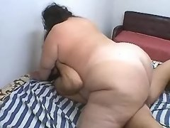 Megafat woman double fucked on bed